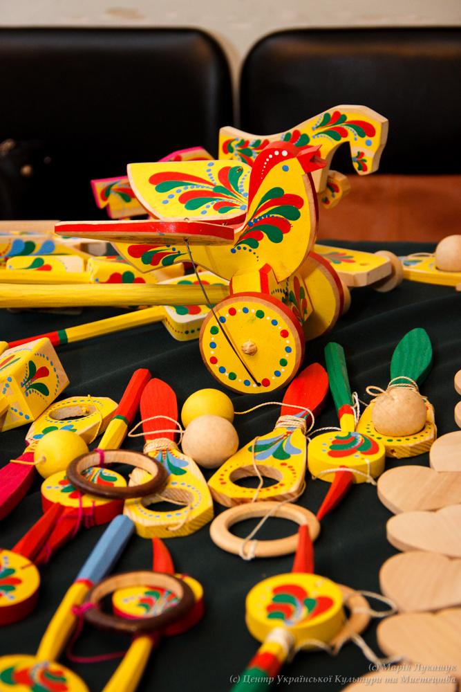 Відкриття виставки «Яворівська забавка – народна іграшка нашого дитинства» a5955f75bd776